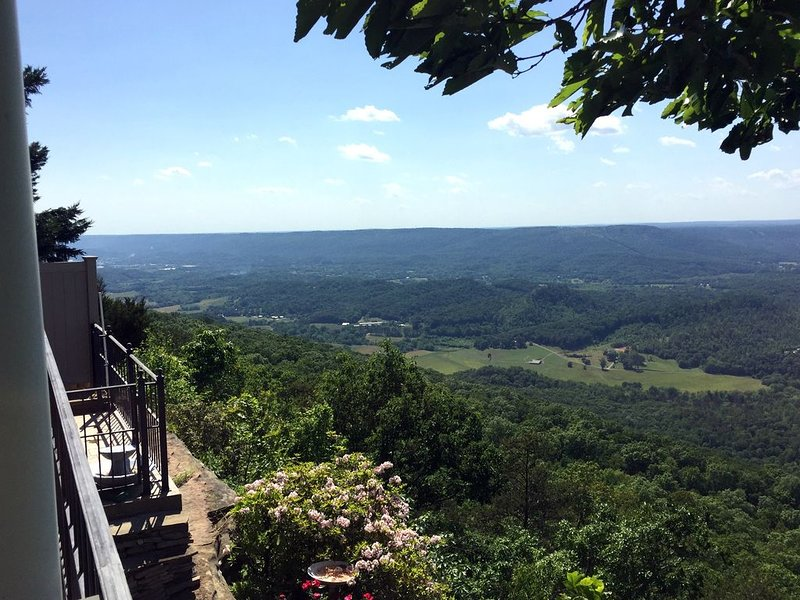 Home in the Clouds - Relax and Recharge your Soul, vakantiewoning in Chickamauga
