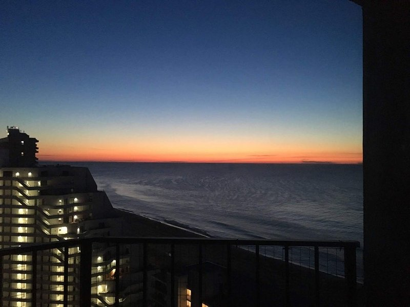 Oceanfront Condo Spectacular Views,  Oceanfront Pool with direct beach access, alquiler de vacaciones en Ocean City
