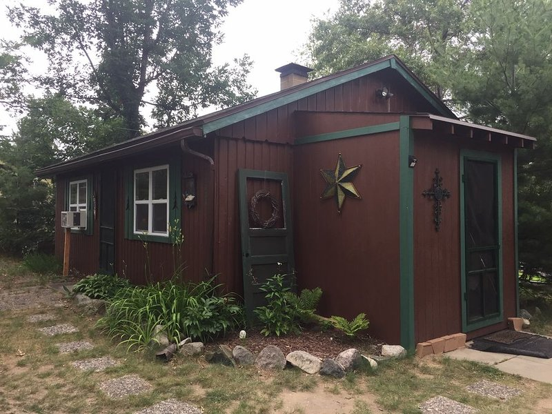 Cute Cabin Available In St. Helen, ATV trails are calling your name!  Book now!, holiday rental in Omer