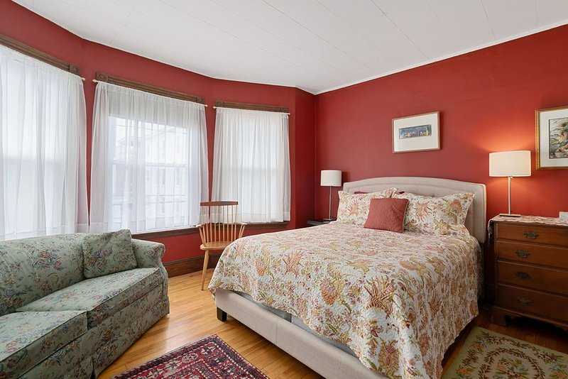 Portland B&B room - steps from Eastern Prom and beach and close to town too!, holiday rental in Peaks Island