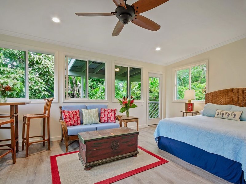 Cozy & Private 'Ohana (studio) in Beach Park Neighborhood * Close to Hilo Town, holiday rental in Hilo