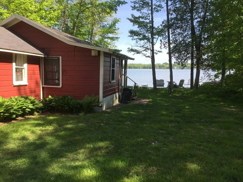 1 Br Waterfront Cottage On Sebasticook Lake Newport ME, vacation rental in Harmony