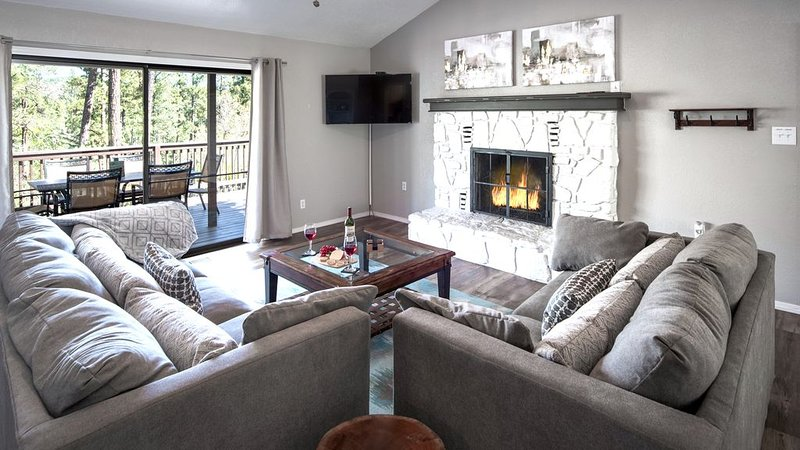 Modern, spacious mountain retreat w/hot tub in Upper Canyon, vacation rental in Ruidoso