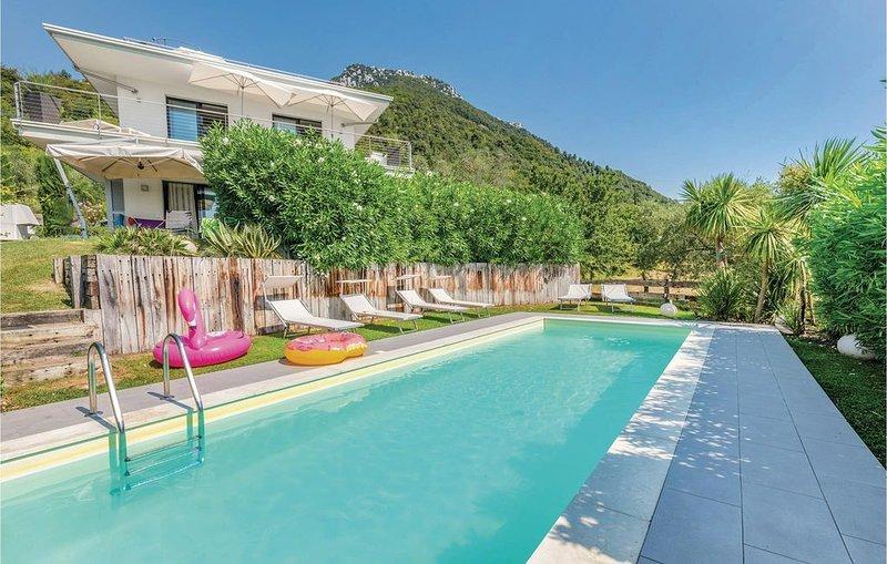 2 bedroom accommodation in Gaino, casa vacanza a San Giorgio