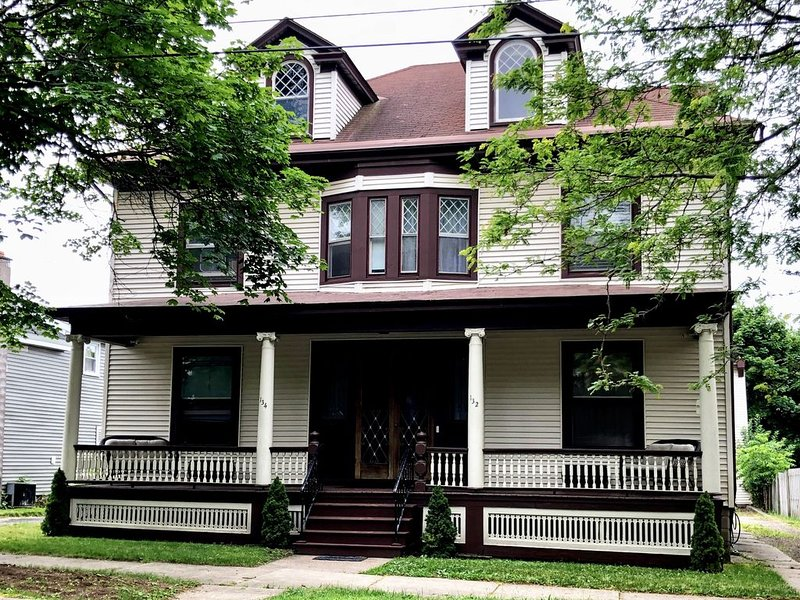 Step back in time at The Reid-Tanner House, holiday rental in Oswego