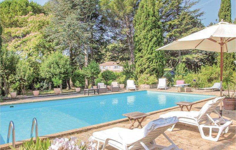 2 Zimmer Unterkunft in Lançon de Provence, holiday rental in Pelissanne