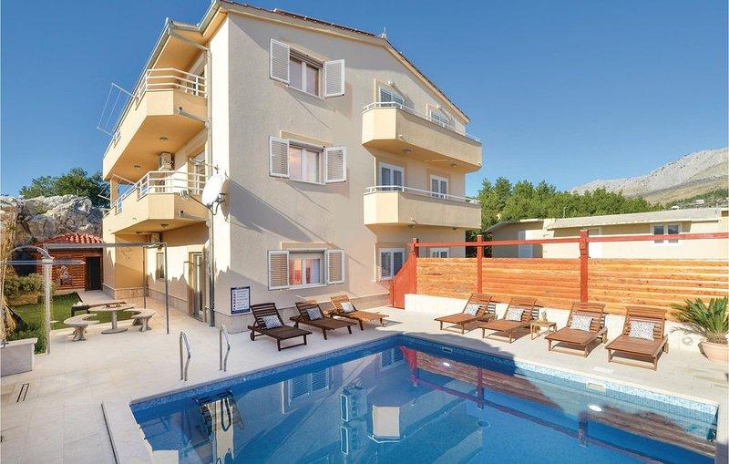 9 bedroom accommodation in Podstrana, holiday rental in Podstrana