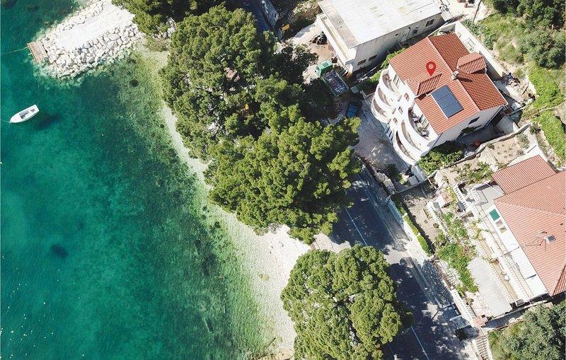 3 Zimmer Unterkunft in Jesenice, vacation rental in Krilo