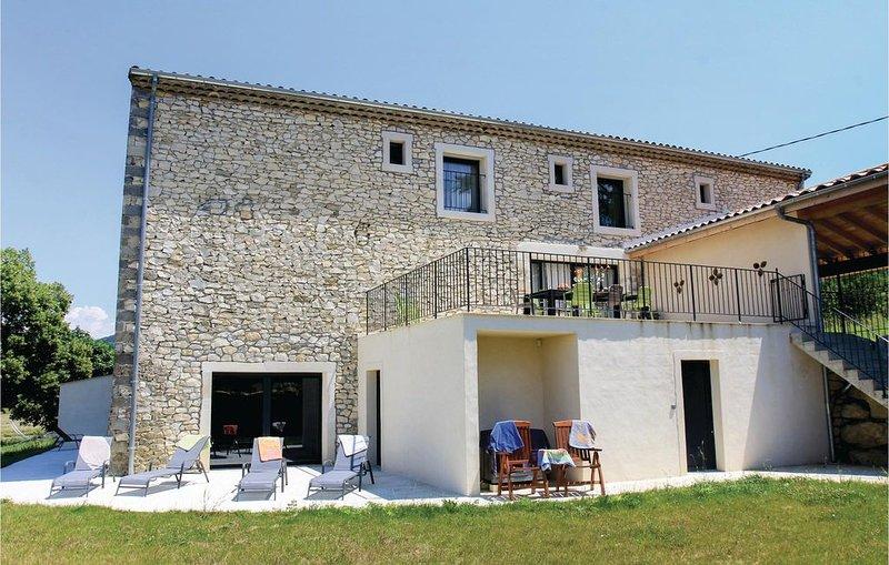6 Zimmer Unterkunft in La Touche, vacation rental in Puygiron