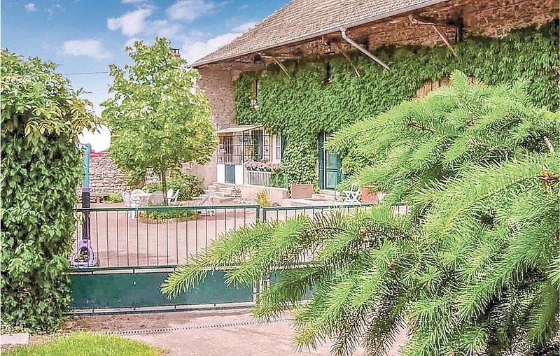 2 Zimmer Unterkunft in Trambly, vacation rental in Saint-Igny-de-Vers