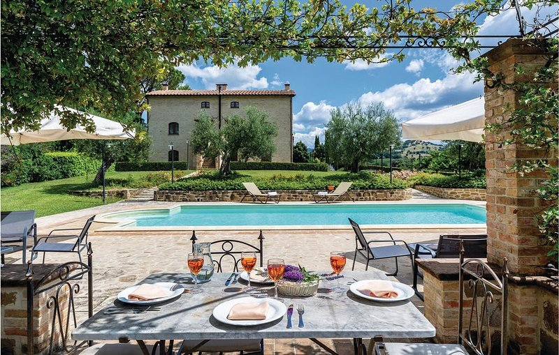 9 Zimmer Unterkunft in Perugia -PG-, holiday rental in Petrignano d'Assisi