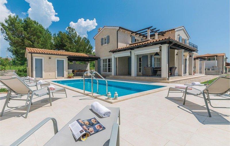 Moderne Villa mit Pool im bekannten Fischersdorf, holiday rental in Fazana