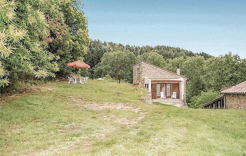 1 bedroom accommodation in St. Apolinaire-de-Rias, casa vacanza a Gluiras
