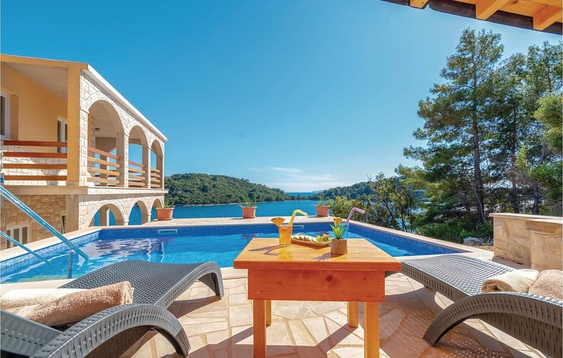 6 Zimmer Unterkunft in Karbuni, holiday rental in Blato
