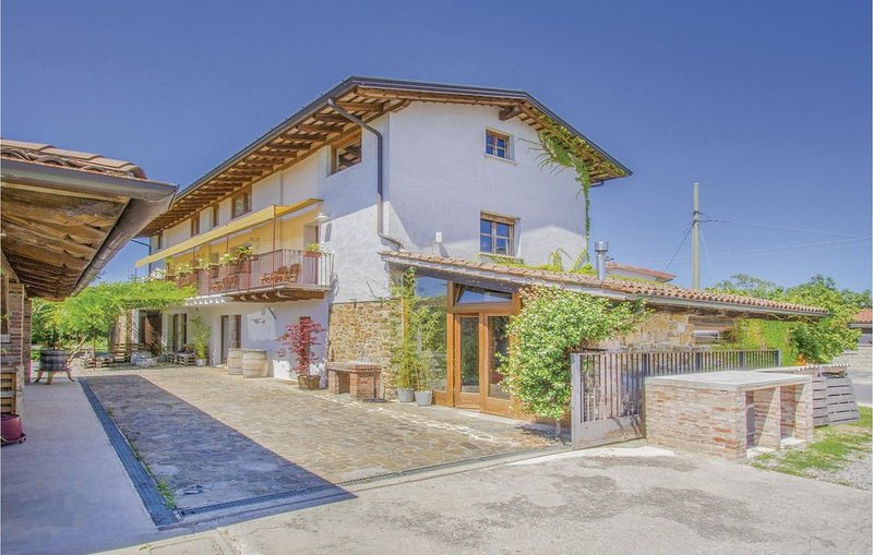 1 Zimmer Unterkunft in Capriva del Friuli GO, holiday rental in Savogna d'Isonzo