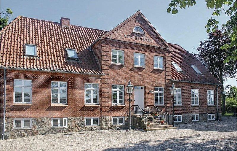 Gemütliches Dorf - in der Nähe von Attraktionen, holiday rental in Hovborg