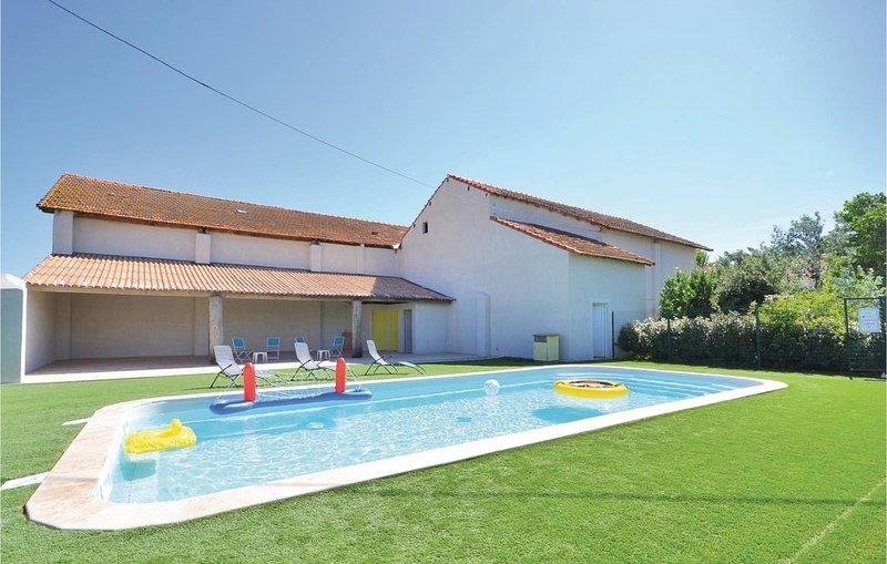 2 Zimmer Unterkunft in Le Sambuc, vacation rental in Le Sambuc