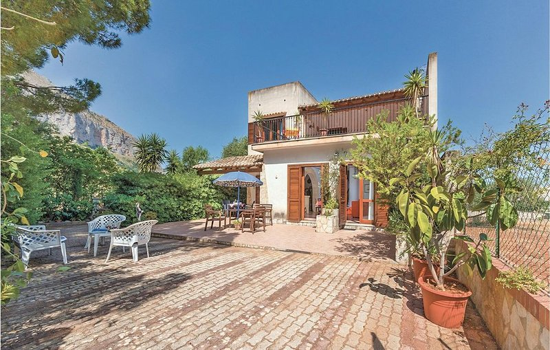 4 Zimmer Unterkunft in Castelluzzo (TP), holiday rental in Castelluzzo