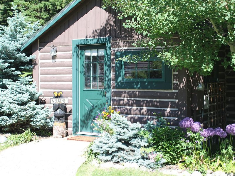 Charming Log Cabin In Beautiful Cottonwood Canyon, Just Outside of Bozeman, aluguéis de temporada em Bozeman