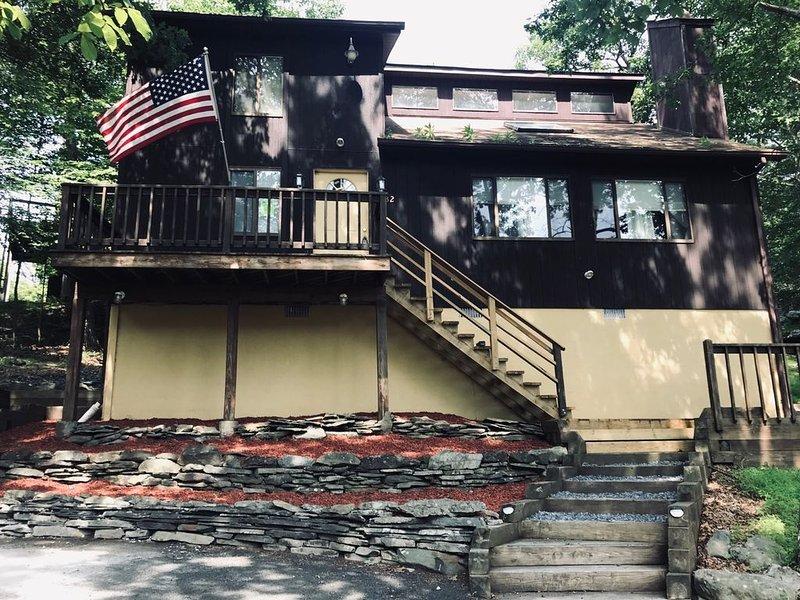 Family Vacation Home in the Poconos!, holiday rental in Bushkill