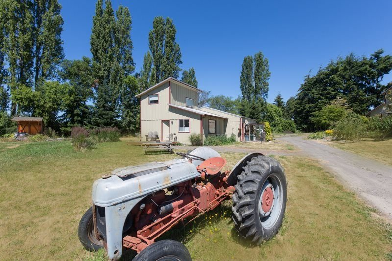 Riley`s Farmette  Charming Countryside Guest Home With Mountain Views, holiday rental in Carlsborg