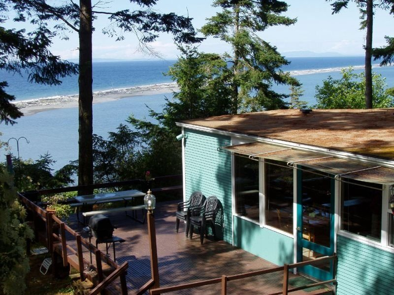 Spectacular views of the Dungeness lighthouse and Straits of Jaun de Fuca, vacation rental in Sequim
