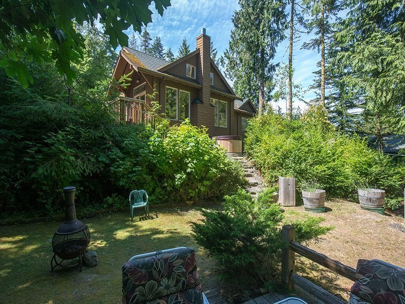 Enchanted Cove-Wonderful Home With Amazing Views and Hot Tub, vacation rental in Sequim