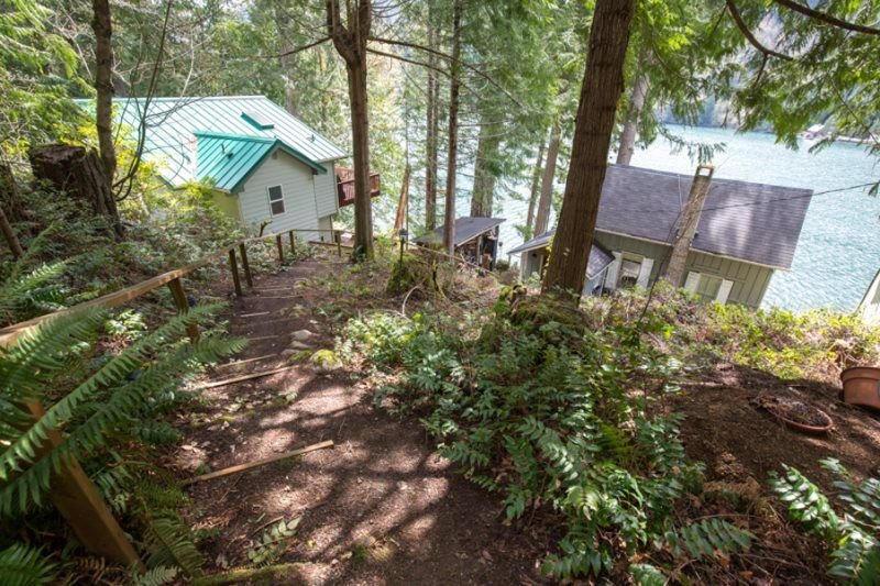 A lake side cabin on the north shore of Lake Sutherland, vacation rental in Joyce