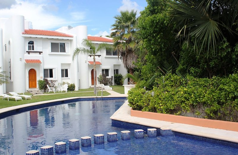 Casa Selva Caribe Luxury Villa Great Location! Walk to Beach and Town, Views, location de vacances à Playa del Carmen