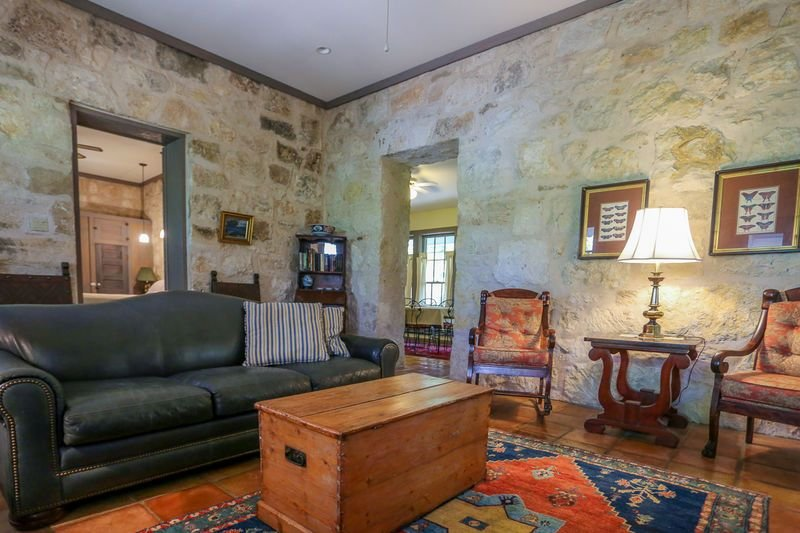 Adams Travis | 1BR/1BA | Walk to Main | Hot Tub, vacation rental in Fredericksburg