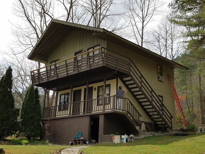 Get away to the Mountains in this Cozy Chalet.  Clean and Quiet, vacation rental in Rabun Gap