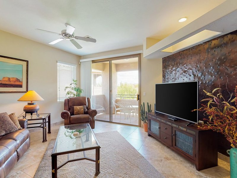 Charming condo w/ shared pool, hot tub & private patio, alquiler de vacaciones en Oro Valley