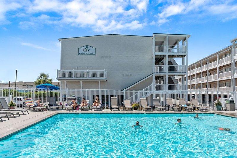 Sea Esta: 3 BR / 2.5 BA condo in Oak Island, Sleeps 8, holiday rental in Long Beach