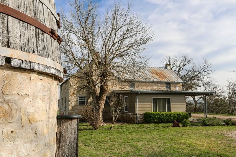 L&L River Haus | 2/2 Country Farmhouse | River Access | Hill Country Views, holiday rental in Harper