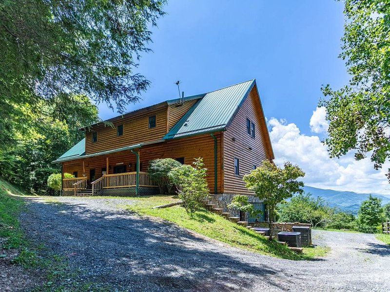 Eagle's Long View Lodge - Amazing Views, Pool Table, Eagles Nest Resort Amenitie, vacation rental in Elk Park
