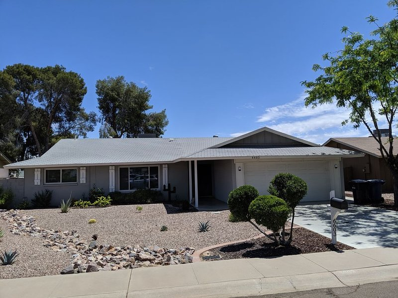 Heated Pool; On Golf Course; Near Spring Training, Great Hiking, Walk to Park, holiday rental in Tempe