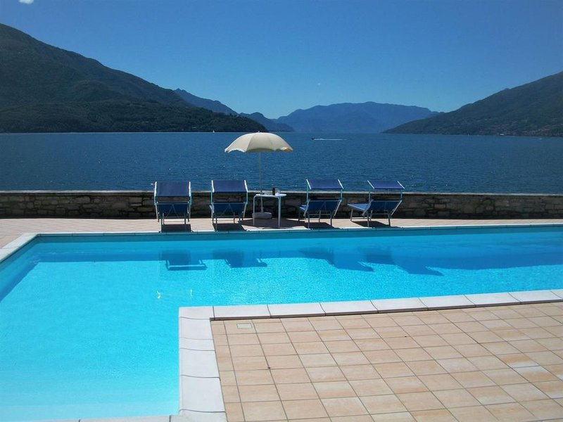 Giardino Lago-Rosso Fewo am See mit Pool, holiday rental in Gravedona ed Uniti