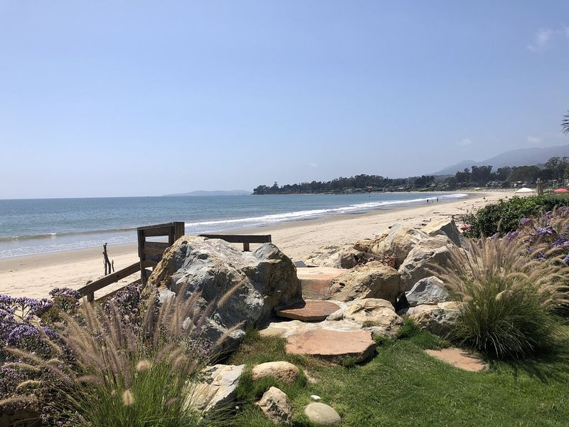 Beachfront Cottage with Guest House on Santa Barbara's Padaro Lane, vacation rental in Carpinteria