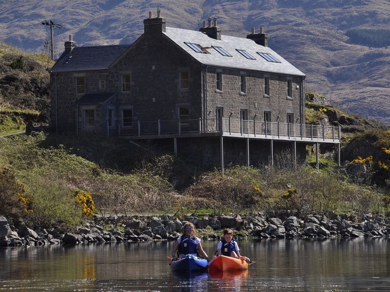 Luxury loch-side house, stunning views, for family and activity Holidays.j, casa vacanza a Ardchattan