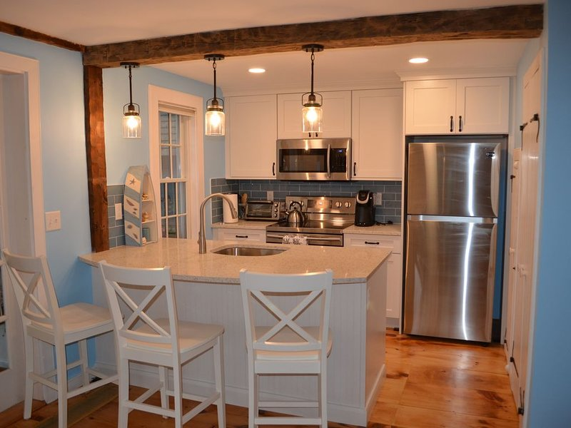 ** ALL NEW KITCHEN ** PRIVATE BEACH **, holiday rental in Mashpee