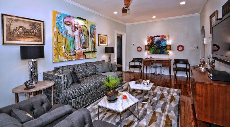 Luxe Condo in Best Neighborhood-Walk to Parks, Restaurants, Shops and Streetcar!, location de vacances à Charlotte