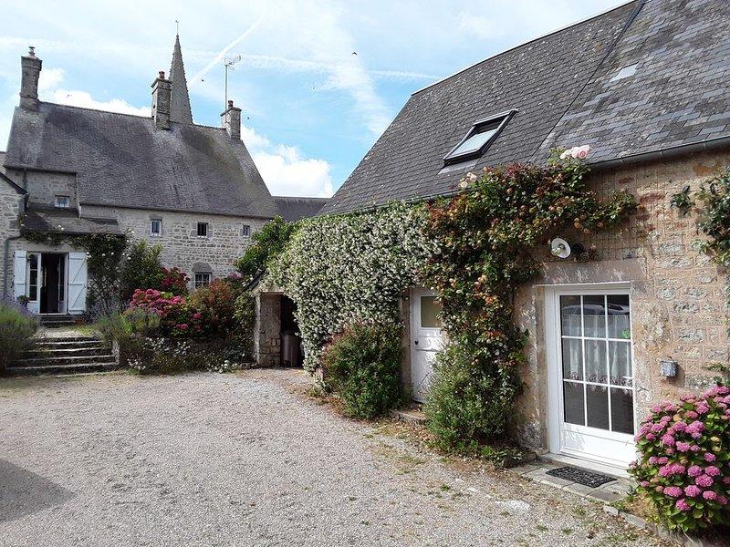 GÎTE - Location saisonnière à thème - Stages aquarelles, casa vacanza a Saint-Sauveur-le-Vicomte