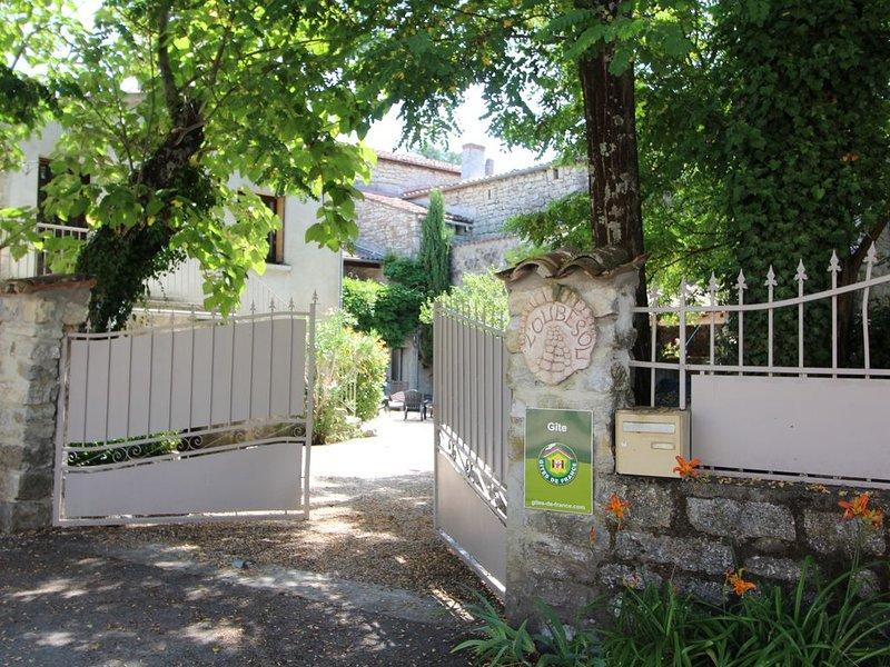 Ardèche Méridionale, belle maison à partager entre amis ou en famille,, aluguéis de temporada em Berrias et Castejau