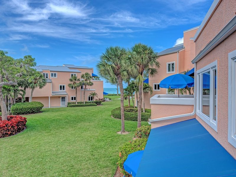 Unit #208 Sand Cay Beach Resort Pool and Garden View, holiday rental in Longboat Key
