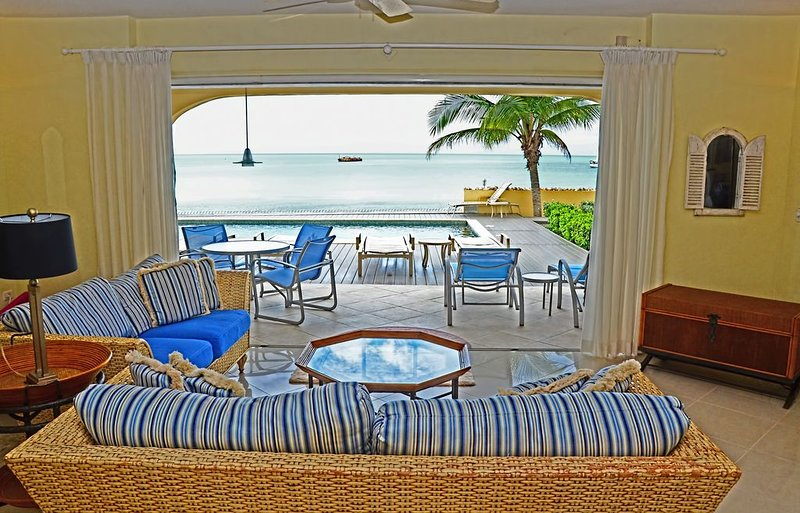 Affordable Luxury~Sea Belle Villa on Simpson Bay St Maarten~Beachfront with Pool, vacation rental in Simpson Bay