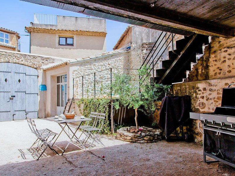 Designer House in Peaceful Provence Village, location de vacances à Châteauneuf-du-Pape