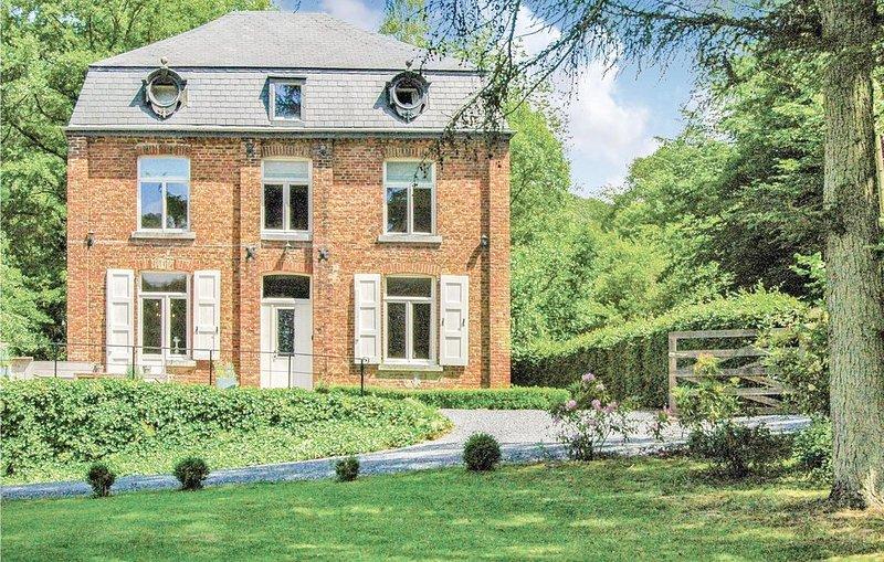 7 Zimmer Unterkunft in Beauraing, vacation rental in Vireux-Wallerand