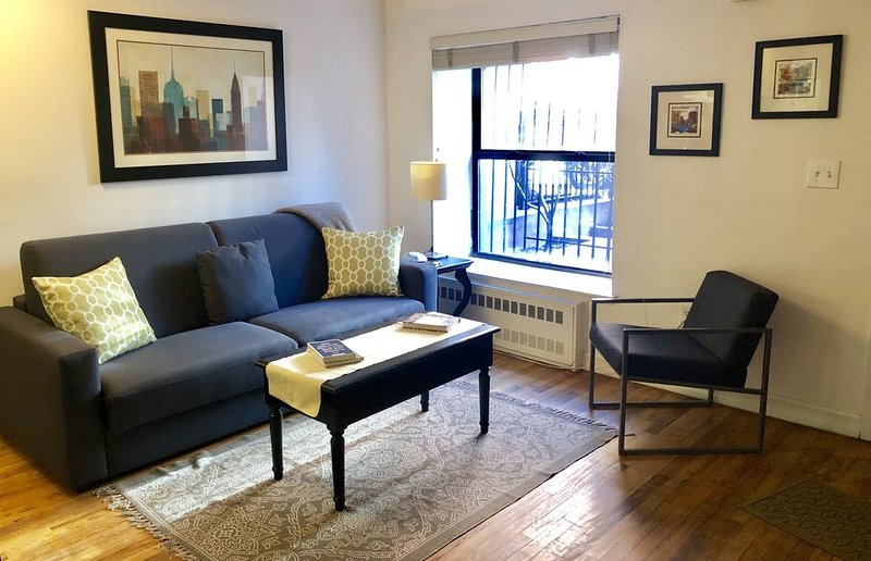 Top-rated 1 BR Apt with private entrance - 15 min to midtown/Times Square, holiday rental in Maryknoll