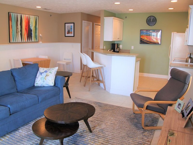 See and smell the ocean from your first row condo, casa vacanza a Carolina Beach