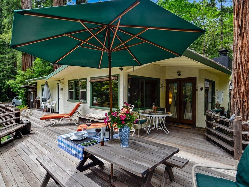 5-STAR HOME - ENHANCED CLEANING, Creekside, Hot Tub/Outdoor Shower & Redwoods, holiday rental in Jenner